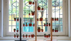 Porta piante Zia Flora: Paesaggio d'interni in stile  di Le zie di Milano