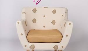 Assam Eri Silk-Cotton Armchair:  Living room by Sihasn