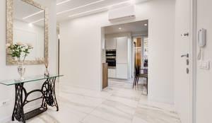 Savio Residence: Ingresso, Corridoio & Scale in stile  di EF_Archidesign