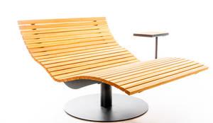 Panoramaliege drehbar mit Tischchen:   von faktor holz,Minimalistisch