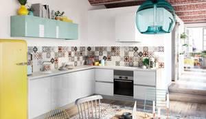 Crystal Blanco y Aguamarina: Cocina de estilo  de TPC Instalación de cocinas en Parets del Vallès