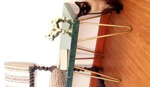 Modelo MAKO: Salas de estilo  por SIMPLEMENTE AMBIENTE mobiliarios