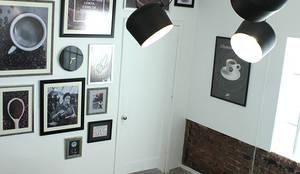 Sala de Juntas: Oficinas y tiendas de estilo  por AU Lab