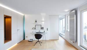 Arbeitsraum:  Arbeitszimmer von DOMANI INTERIOR