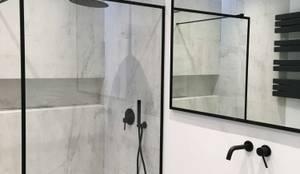 Kabina walk-in z czarnymi okuciami: styl , w kategorii Łazienka zaprojektowany przez Moje Szkło