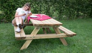 Tavolo da PICNIC professionale 180x160 spessore 4 cm: Giardino in stile  di ONLYWOOD