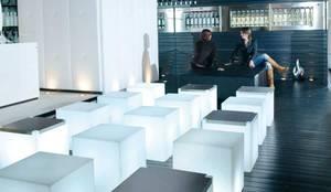 Hocker beleuchtet: LED Möbel für Garten, Balkon, Terrasse: modern  von www.skydesign.news - Raumteiler aus Berlin - Sichtschutz Terrasse,Modern Kunststoff Braun