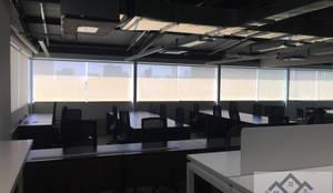 Persianas Enrollables Malla Solar Oficinas: Oficinas y tiendas de estilo  por PRIVE PERSIANAS