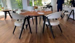 Fauteuil design de Martin Ballendat en chêne massif et revêtement en cuir:  de style  par Imagine Outlet, Moderne Bois Effet bois