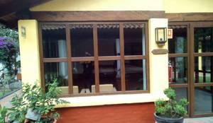 Ventana de PVC Aislante de Ruido: Puertas y ventanas de estilo  por FENSELL
