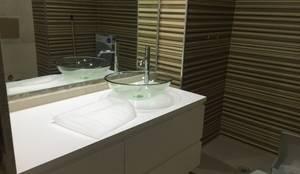 Lavatório em Vidro: Casa de banho  por SweetYellow