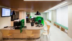 Proyecto: Vista de la sala principal.:  de estilo  de Bau Arquitectura Tarragona