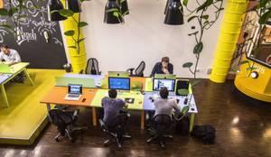 Arredamento Social media: Studio in stile  di DIVISIONE UFFICIO SAS,