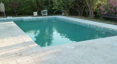 Réalisez un abord de piscine en travertin pour cet été!