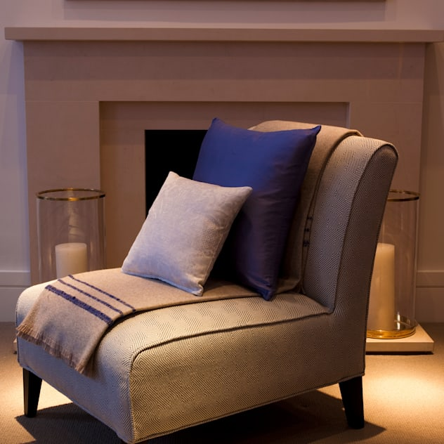 Furniture: classic Living room by Roselind Wilson Design