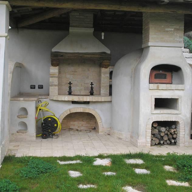 Salas/Recibidores de estilo mediterraneo por La Fleche Design