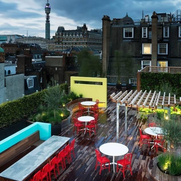 Balcones y terrazas de estilo por Biotecture