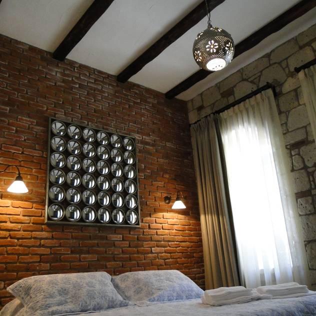 Tuncer Sezgin İç Mimarlık – Yu-Ga Otel: akdeniz tarzı tarz Yatak Odası