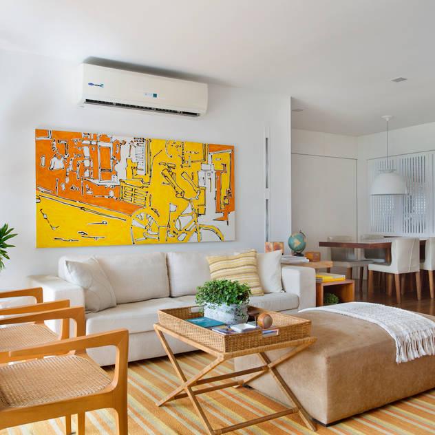 modern Living room by Yamagata Arquitetura