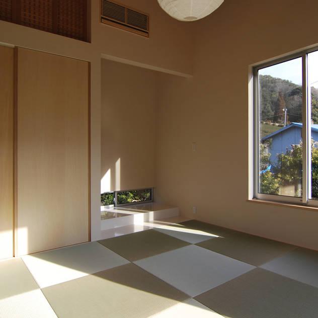 和室畳: 原 空間工作所 HARA Urban Space Factoryが手掛けた壁&床です。