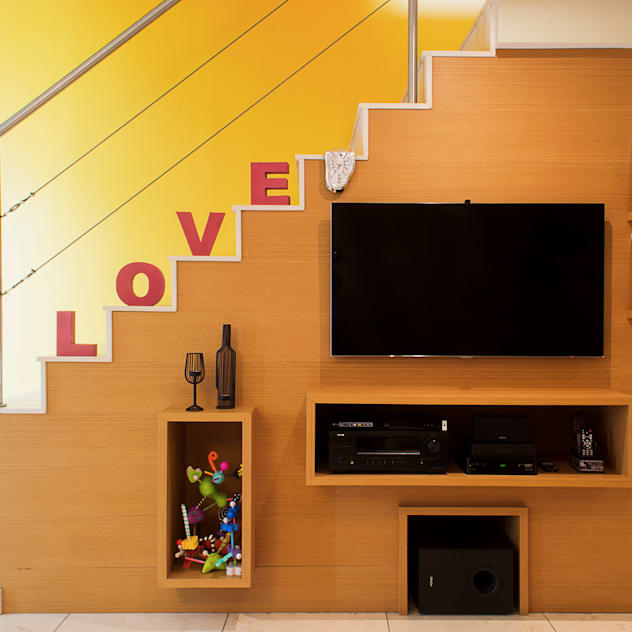 Salones de estilo moderno de CORES - Arquitetura e Interiores