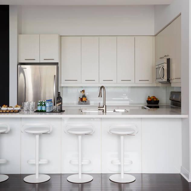 Cocina de estilo de Douglas Design Studio