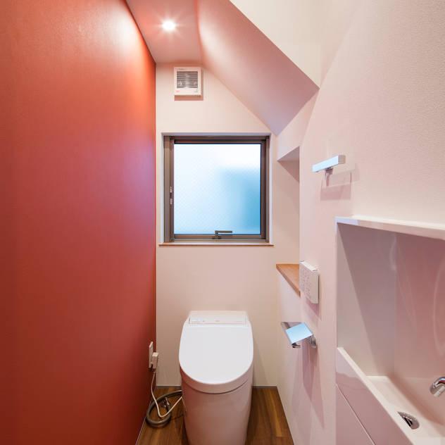 トイレ: 株式会社 藤本高志建築設計事務所が手掛けたです。,