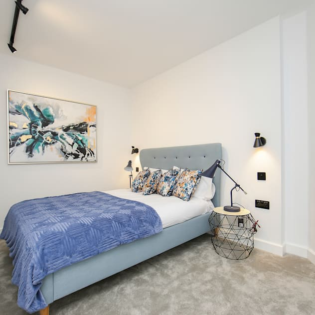 Kentish Town Apartment LJ Interiors BedroomBeds & headboards