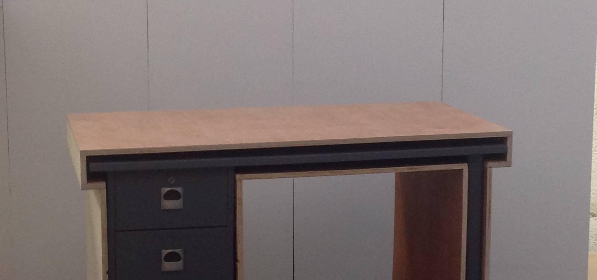 bureau gigogne par mademoiselle fabrique homify. Black Bedroom Furniture Sets. Home Design Ideas