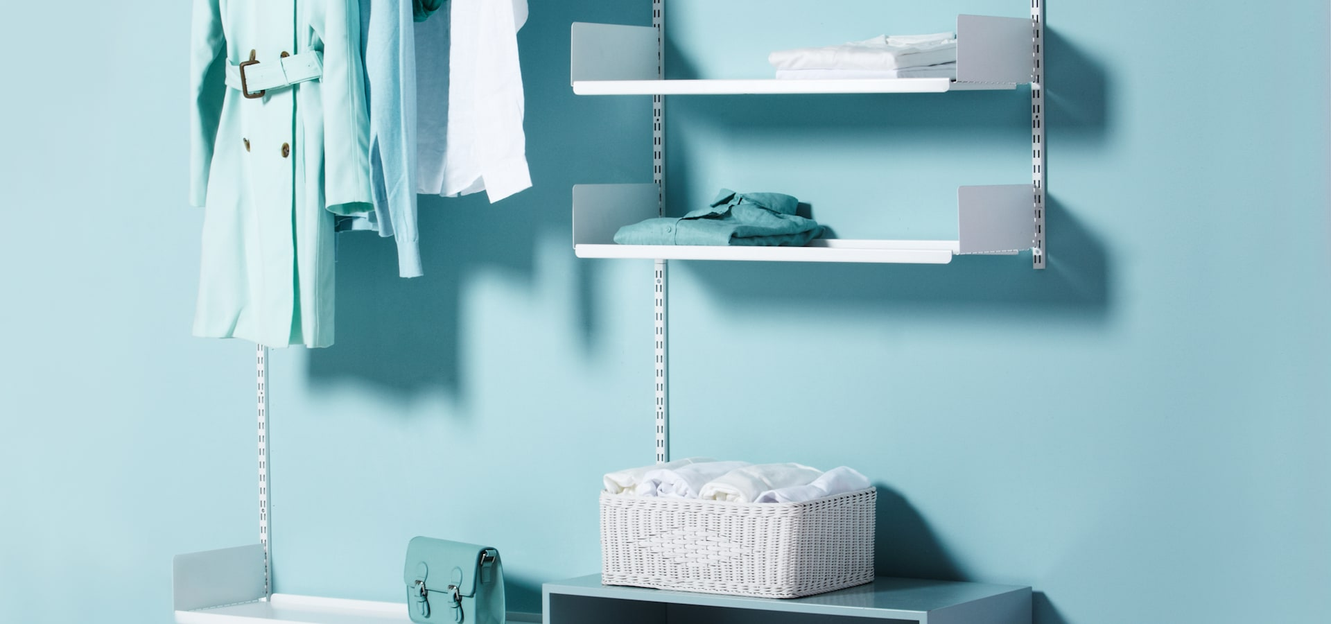 Ricavare Una Cabina Armadio floating shelving_open dressroom solution by the thing
