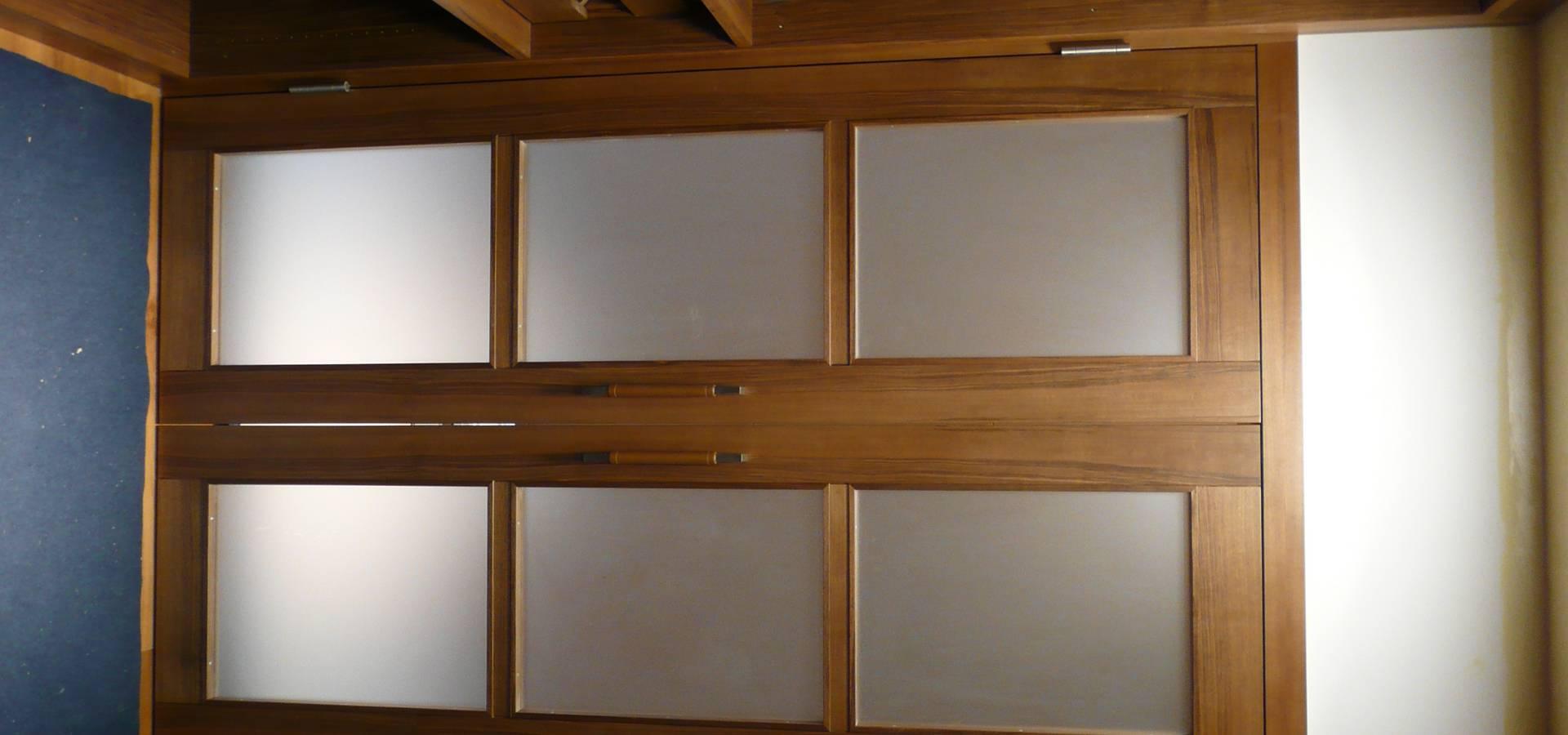 begehbahre kleiderschr nke weinkeller von schreinerei johannes brand homify. Black Bedroom Furniture Sets. Home Design Ideas
