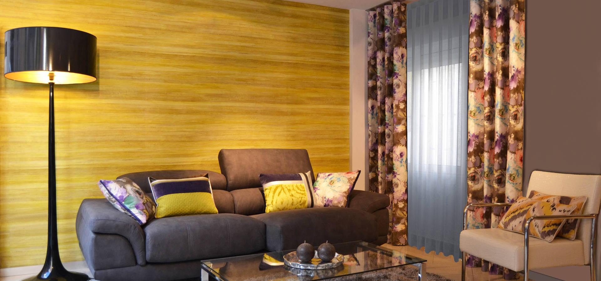 Salon comedor con dobles cortinas en plata y ocre de - Villalba interiorismo ...