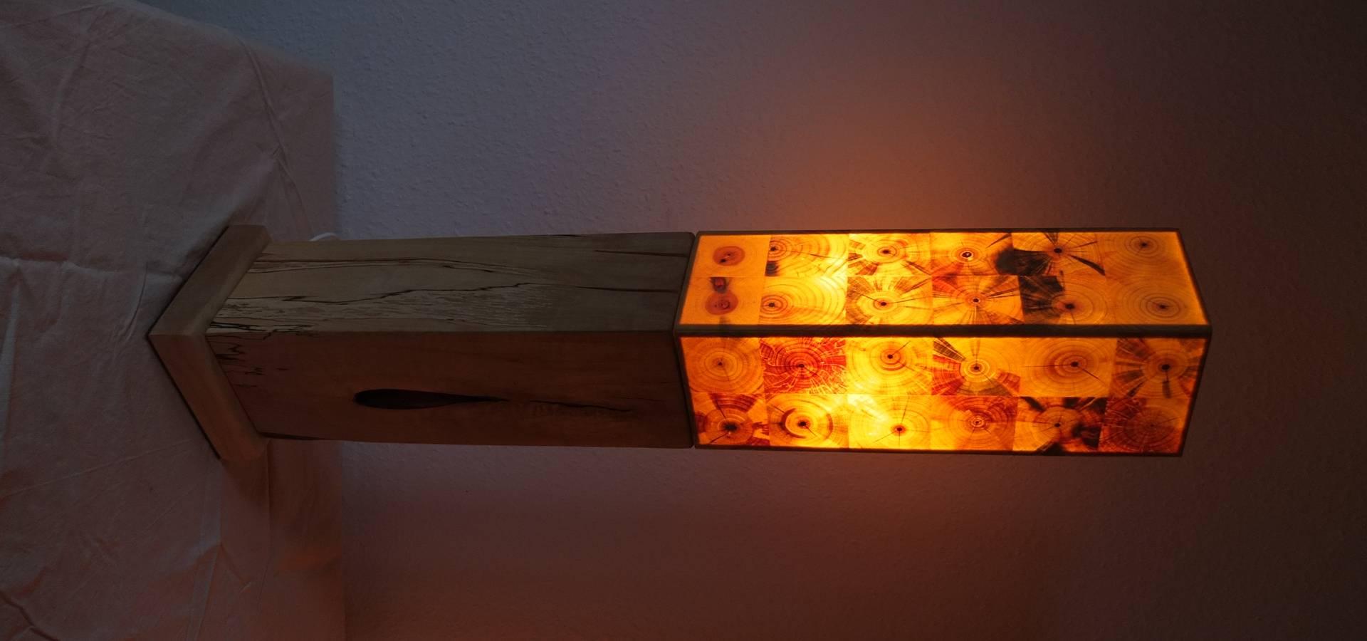 stehlampen s ulen mit durchscheinendem hirnholz by holz leuchtet homify. Black Bedroom Furniture Sets. Home Design Ideas