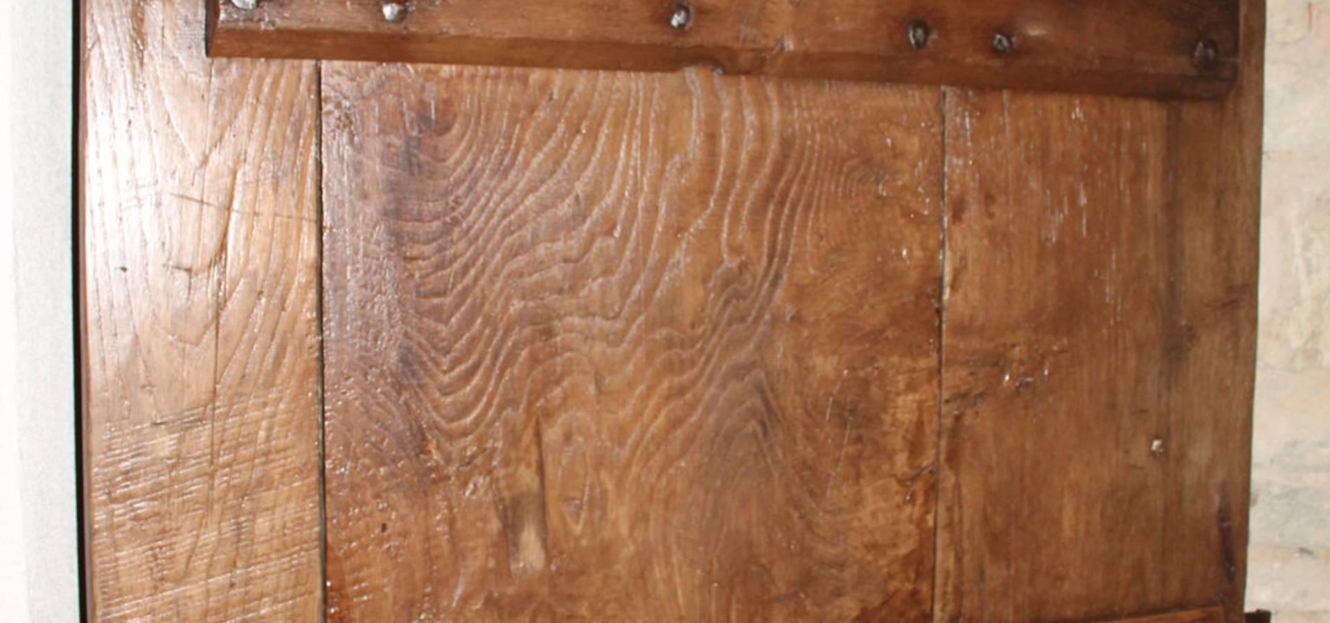Portantica; porte e portoni vecchi