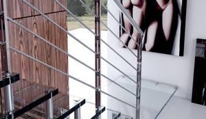 Projekty, translation missing: pl.style.korytarz-hol-i-schody.nowoczesny Korytarz, hol i schody zaprojektowane przez Enesca