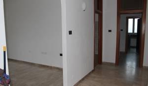 L'ingresso:  in stile  di Fosca de Luca Home Stager & Relooker