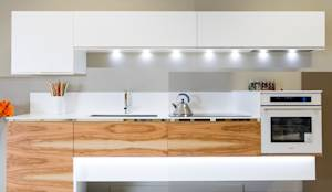 CUCINA EVOLUTION: Cucina in stile in stile Moderno di wood evolution