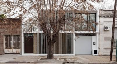 SMF Arquitectos  /  Juan Martín Flores, Enrique Speroni, Gabriel Martinez