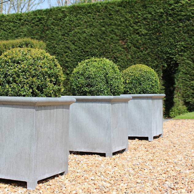 Oxford Planters: translation missing: en.style.garden-.classic Garden by A Place In The Garden Ltd.