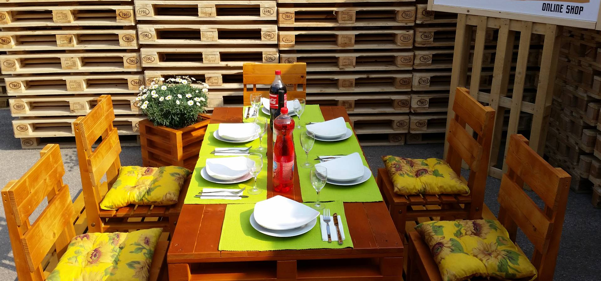 Arredamento pallets design kasten kastbouwers in pineta for Arredamento pallets
