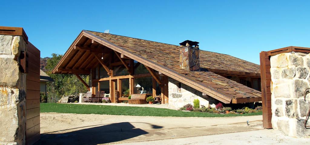 A maravilhosa casa de telhado at ao ch o for Tejados de madera modernos