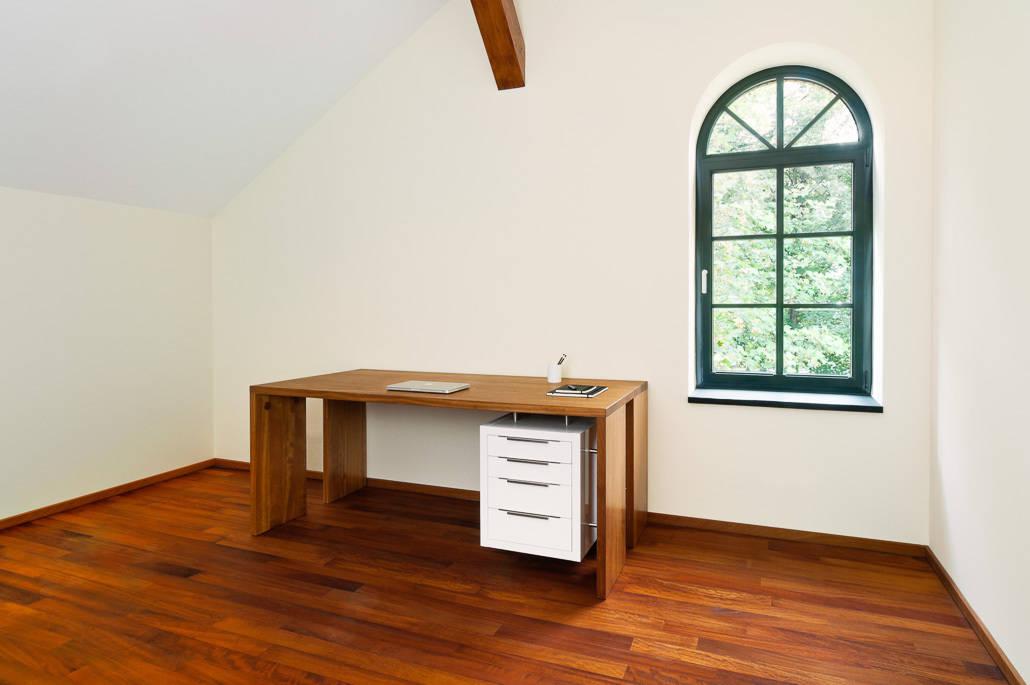 schreibtisch aus kambala por die m bel manufaktur homify. Black Bedroom Furniture Sets. Home Design Ideas