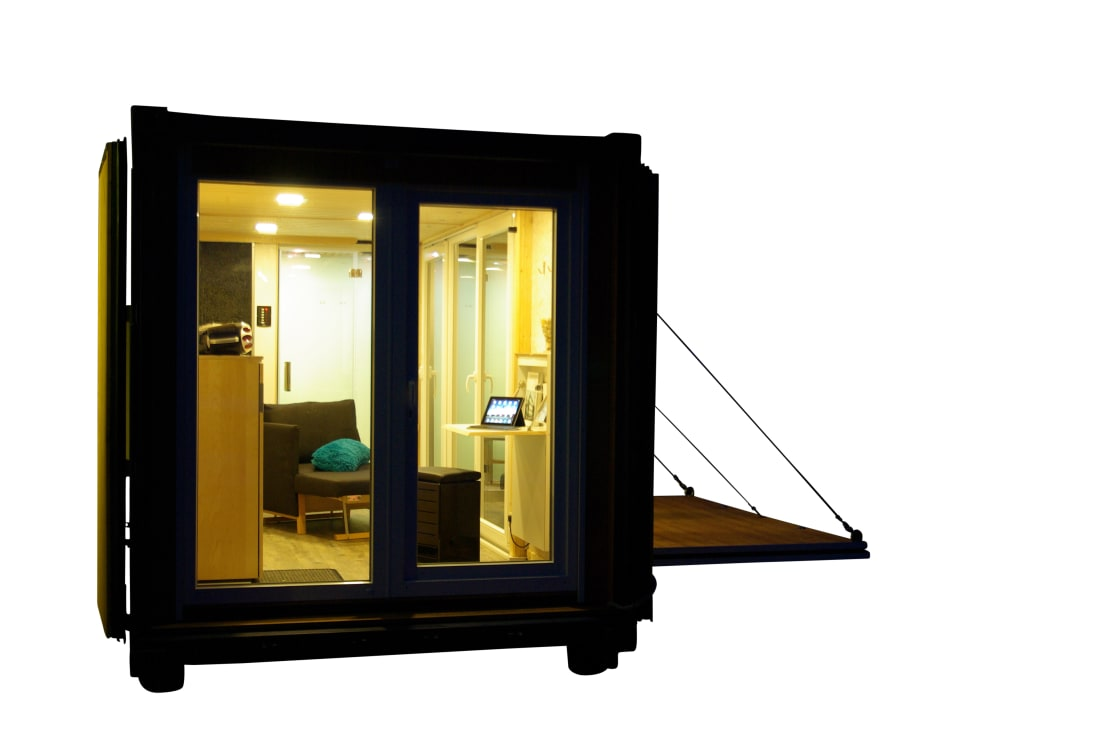 living in a box wohnen im seecontainer. Black Bedroom Furniture Sets. Home Design Ideas
