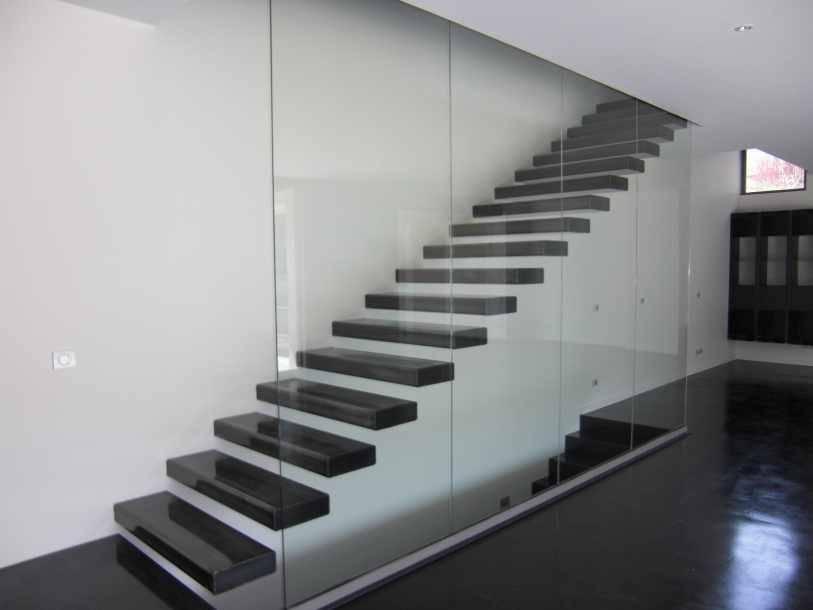 Escalier marche en porte faux par passion bois homify for Porte 0 faux