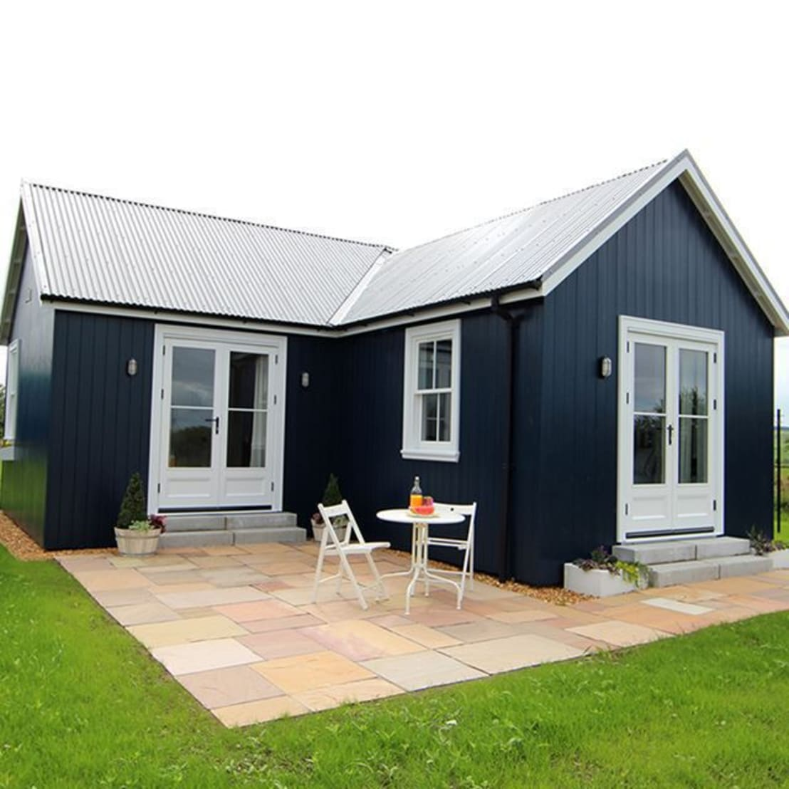 The simple chic prefab cottage for Cottage home company