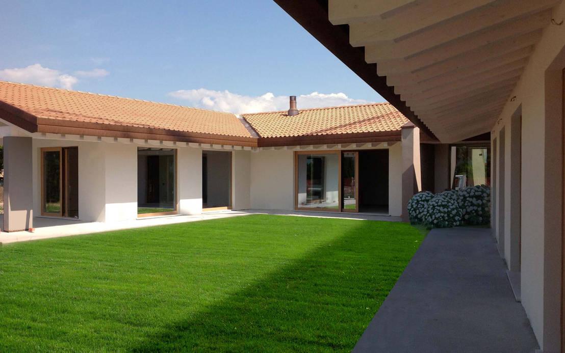 Una casa che vive la corte de globarch bioarchitettura for Casa piano cotizacion