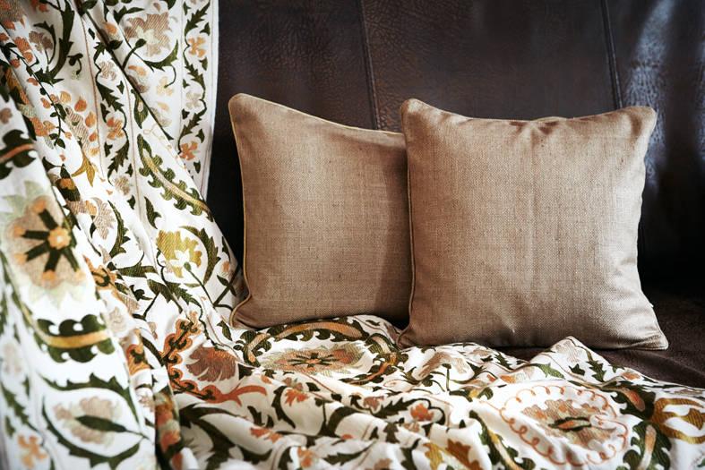 plaids und kissen de strigo gmbh homify. Black Bedroom Furniture Sets. Home Design Ideas