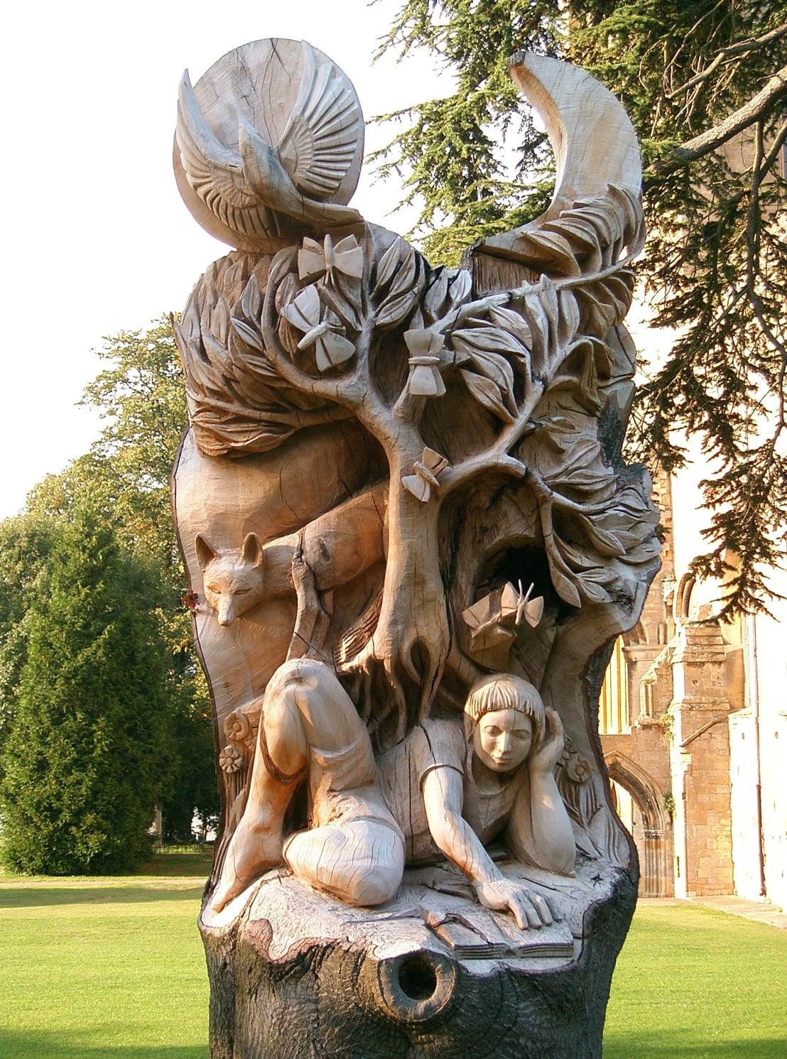 Pershore abbey park sculpture by tom harvey homify