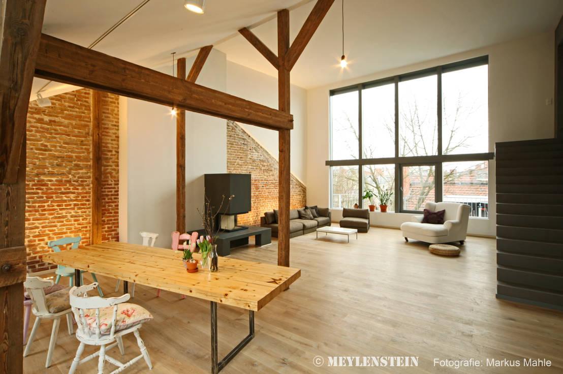 Come ristrutturare la mansarda l 39 esempio di un loft a berlino for Mansarde arredate