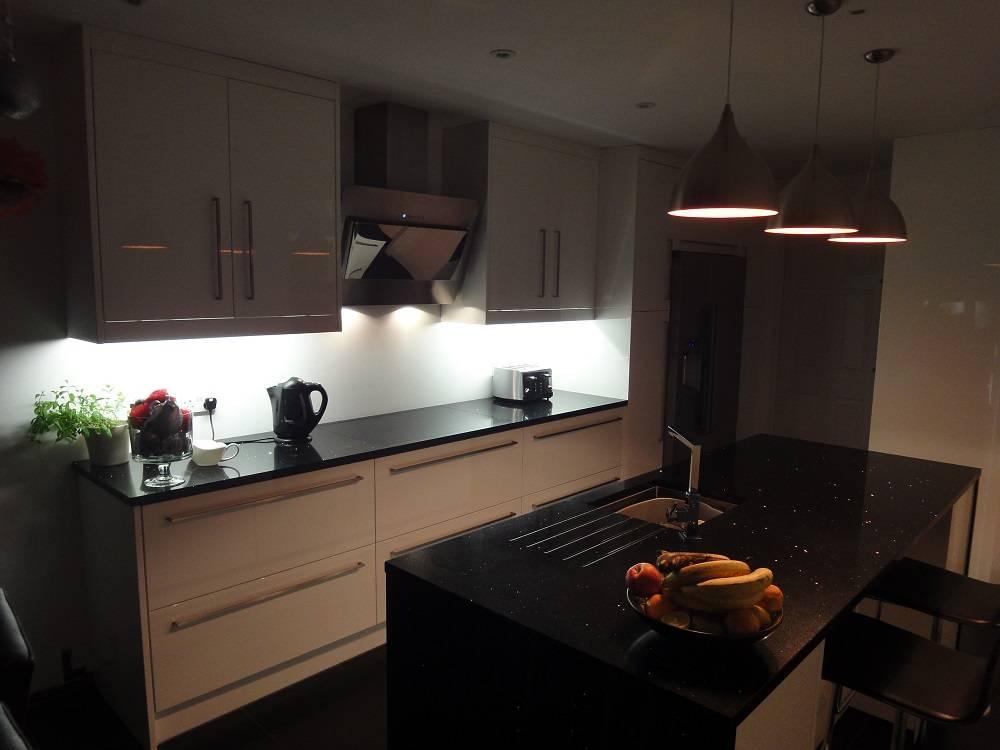 Modern kitchen by arthan furniture homify for Kitchen 0 finance b q